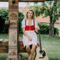 """2020-07-10 Margot Selina Wendt – """"Des bin I"""" Mundart-Musik mit Botschaft"""
